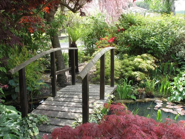Petit pont en bois pour jardin - Pont en bois de jardin ...